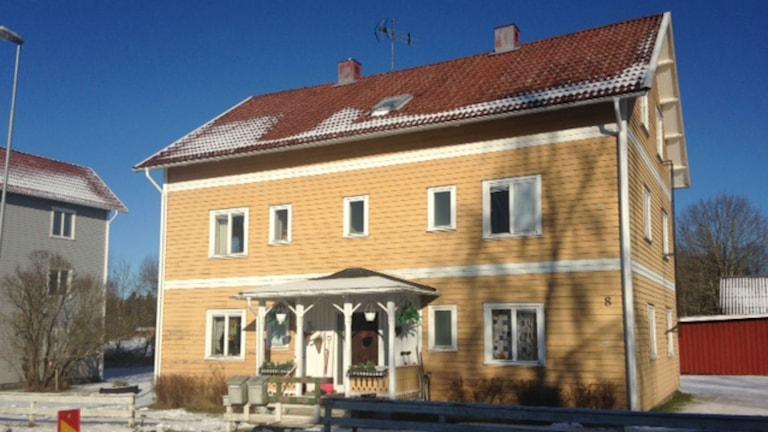 Ett av husen på Holmavägen.