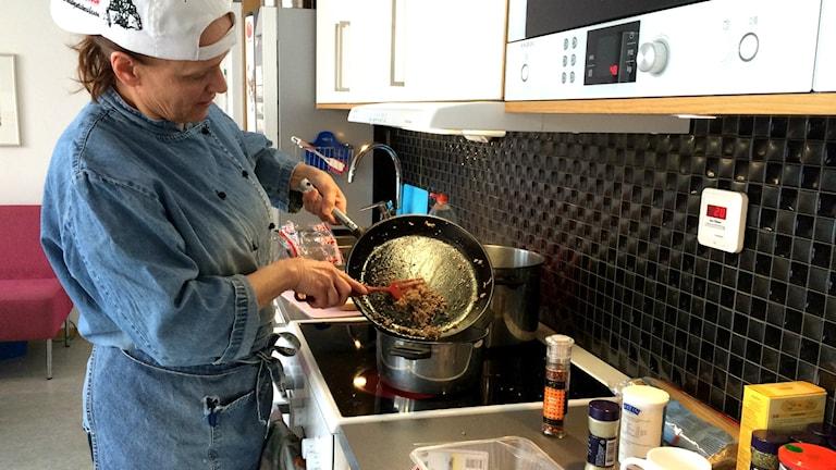 Anne Lindquist lagar mat med köttfärs.