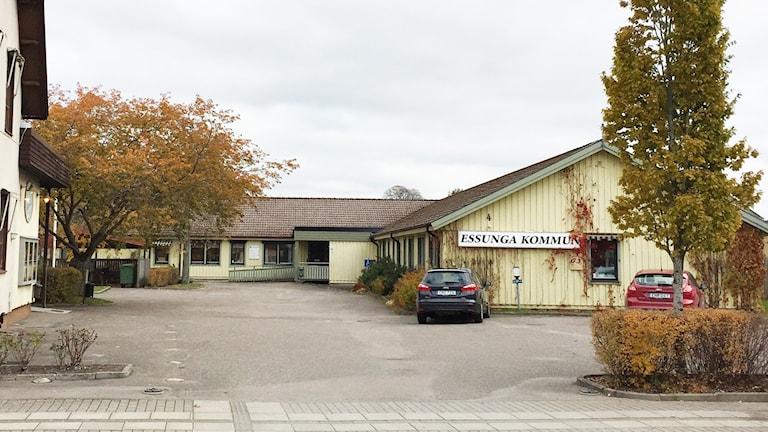 En bild på det gula kommunhuset i Nossebro.