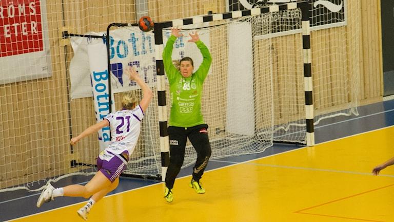 Carolina Järlstam satte fyra mål när Skara HF kryssade borta mot Boden.