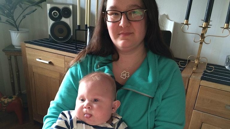 Camilla och sonen Alvin, som nu är drygt åtta månader gammal.