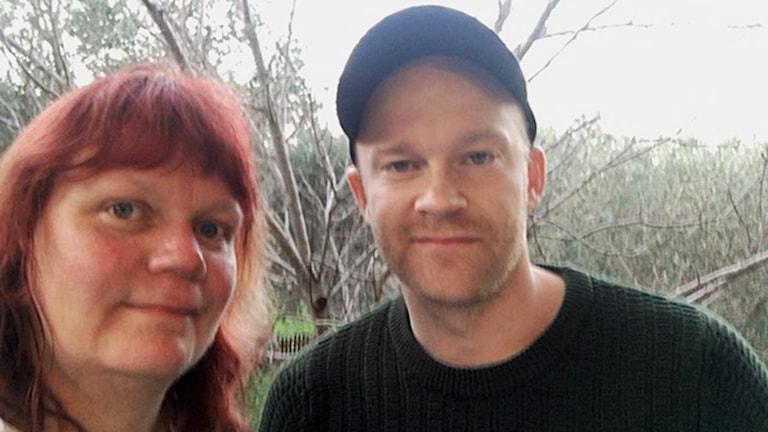 Suzanne Melville och Johan Persson är just nu på Lesbos för att hjälpa till i flyktingmottagandet.