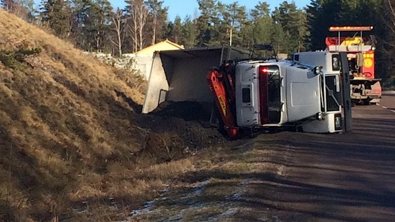 Olyckan hände vid Torsövägen, strax före brofästet på fastlandssidan.