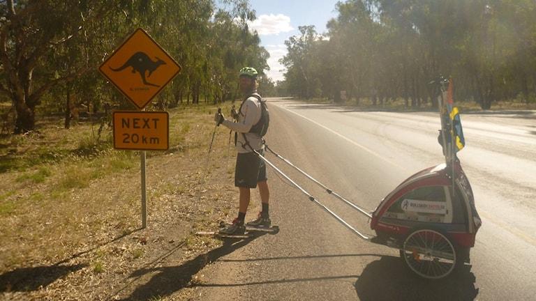Marcus Aspsjö från Lidköping kör 400 mil på rullskidor genom Australien.