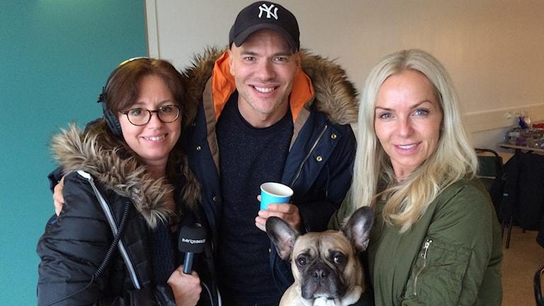 Carina Grönqvist tillsammans med Andreas Lundstedt och Tess Merkel inför kvällens show.