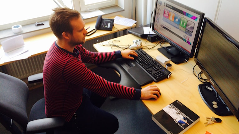 Markus Toftedahl vid sin dator.