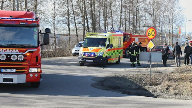 En pojke skadades allvarligt i en trafikolycka i Lidköping under måndagen.