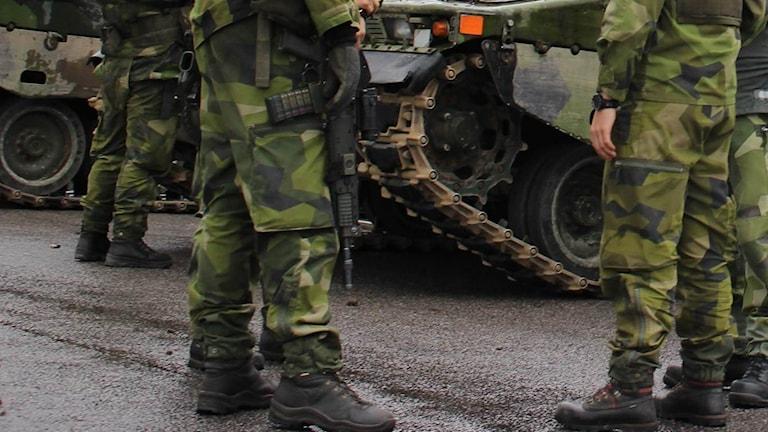 Bild på militärfötter.