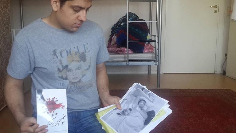 Waisuddin Sadry håller i sin bok och i den andra bilden på honom efter en operation.