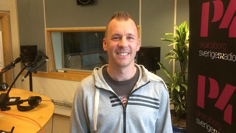 Fredrik da Rocha Johansson från Falköping är en av arrangörerna till ny hårdrocksfestival.
