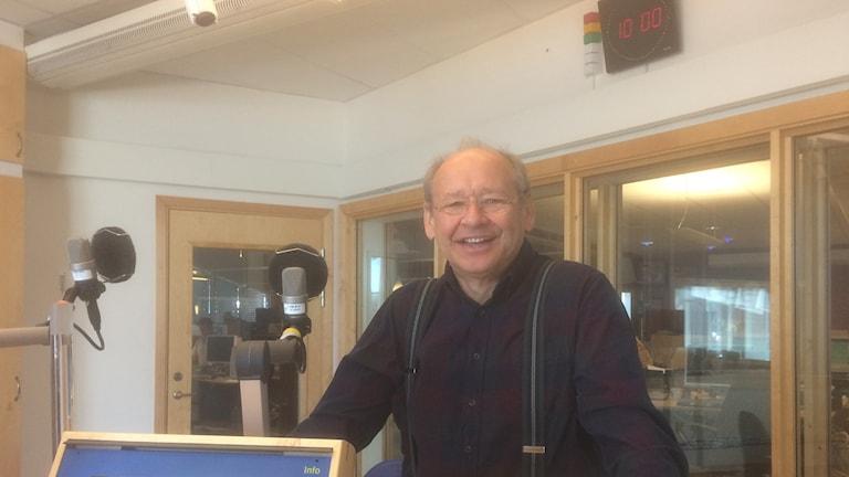 Psykiatriker Håkan Andersson i radiostudion.