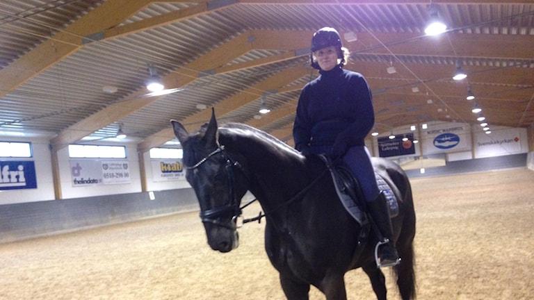 Petronella rider Galant.