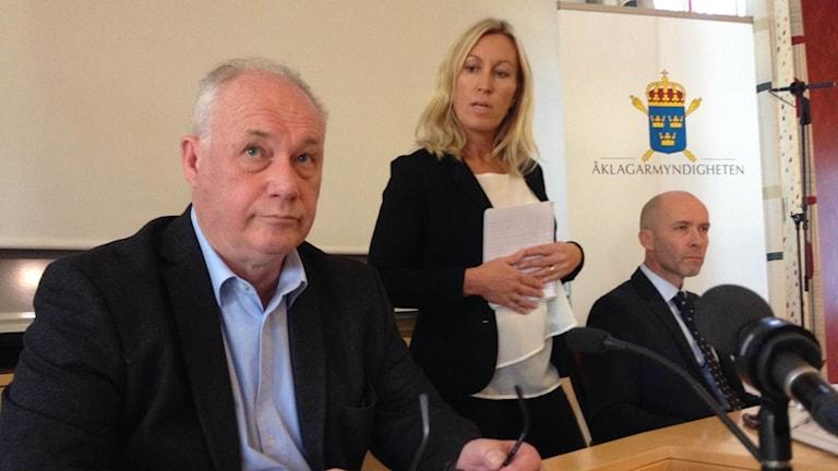 Lars Johansson, polisen, och åklagare Lars-Göran Wennerholm på presskonferensen då åtalet presenterades
