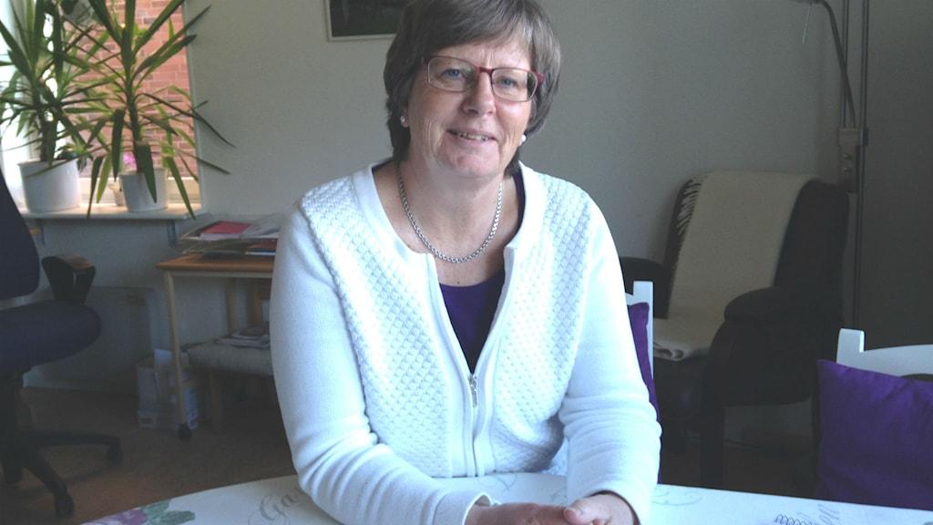 Karin Yngve är anhörig- och demenssamordnare i Hjo kommun. Foto: Jenny Josefsson P4 Skaraborg Sveriges Radio
