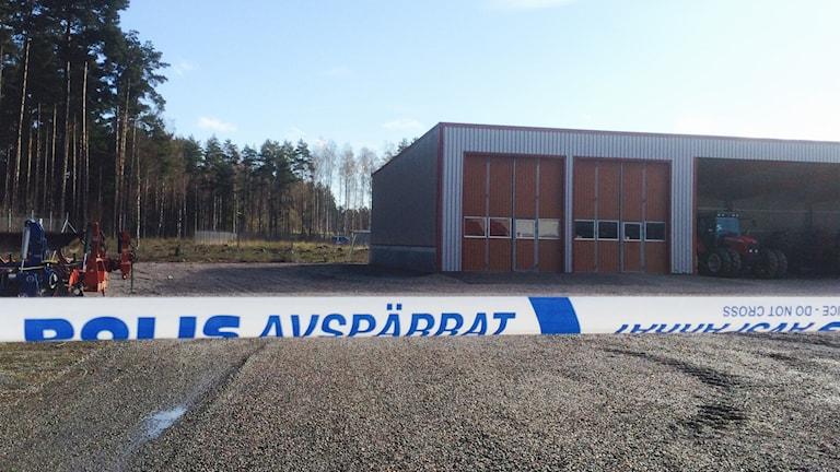 Flera traktorer saknas hos ett företag i Lidköping.