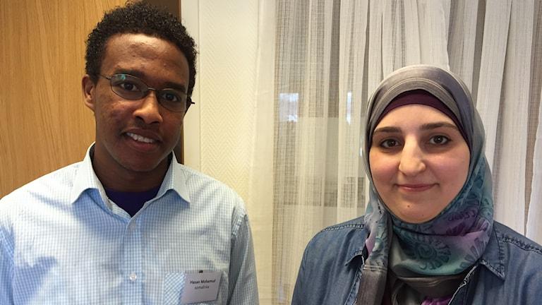 Hassan Mohammoud från Somalia och Mariam Mansour från Syrien ska arbeta som modersmålsstödjare i grundskolan.