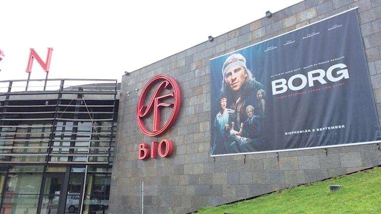 Filmen Borg som affisch i Göteborg. Skådespelare syns med texten Borg bredvid sig.