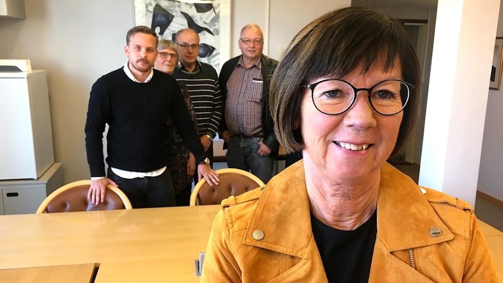 Susanne Andersson (C) kommunalråd Götene med några av sina kollegor i bakgrunden