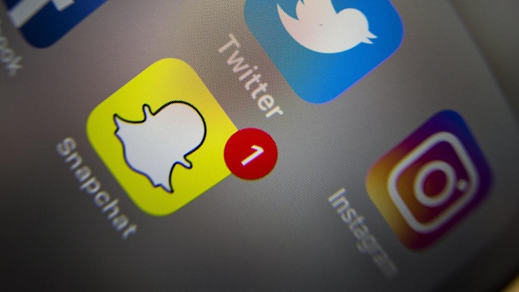 En mobilskärm med flera ikoner för appar.