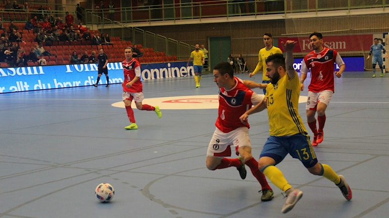 Action i Futsal Nordic Cup. Foto Tommy Järlström P4 Sverges Radio.