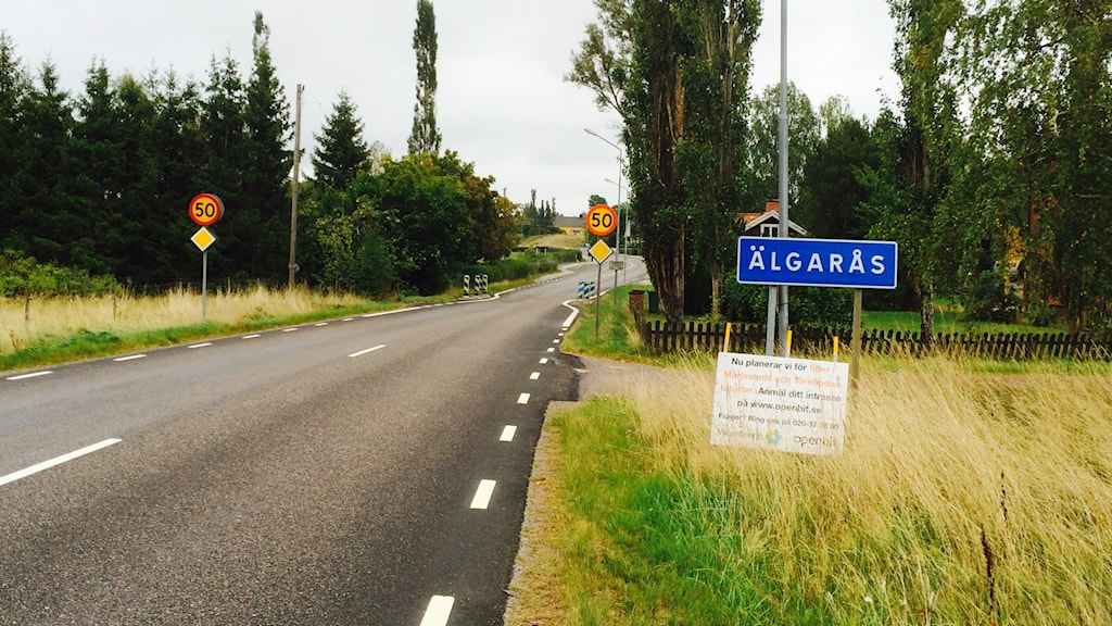 Vägskylt bredvid väg mot Älgarås.