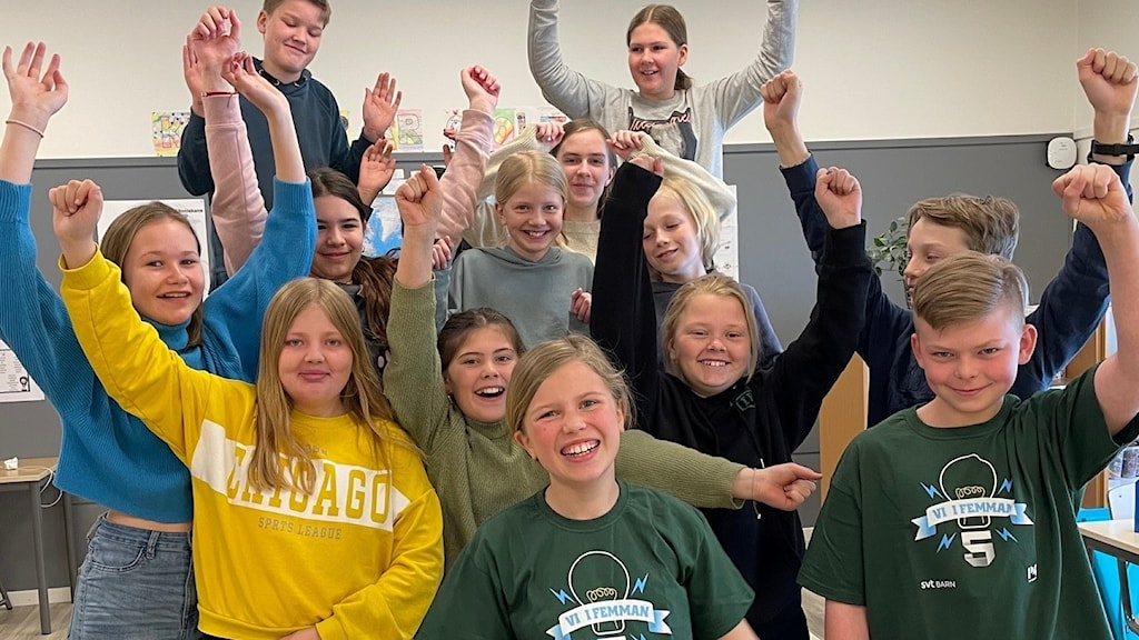 Valleskolan jublar efter vinsten i sin kvartsfinal mot Hällekisskolan.