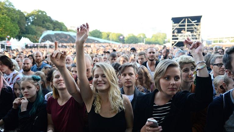 Sommarfestival. Personer som diggar musik.