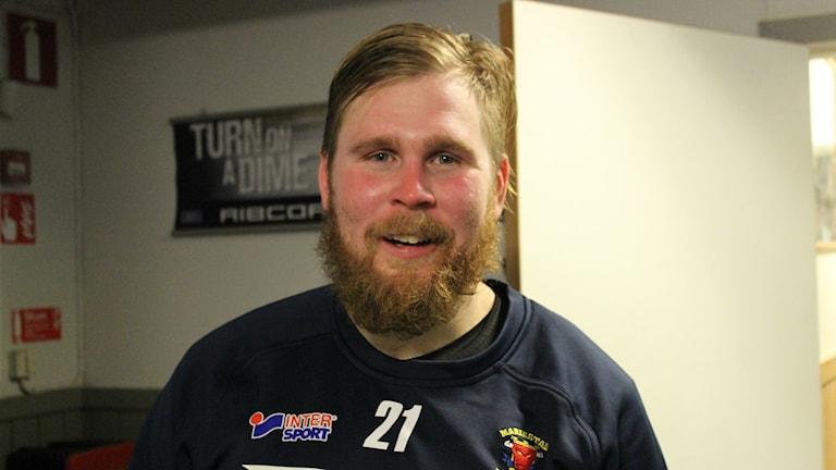 Filip Törnqvist BoIS, en glad lagkapten efter derbyvinsten. Foto Tommy Järlström P4 Sveriges Radio
