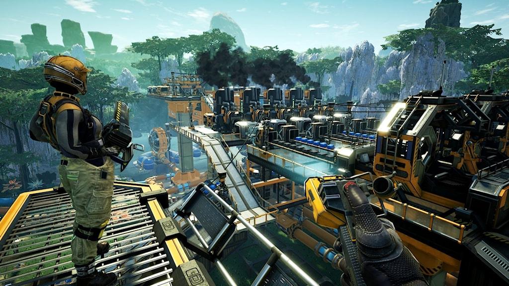 En bild på en fabrik på en planet i rymden  från spelet Satisfactory.
