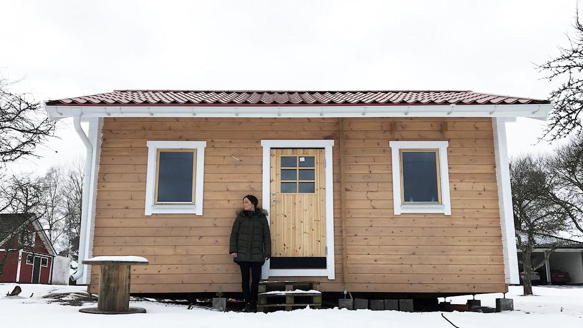 Lina Bengtsdotter vid skrivarstugan i Gullspång