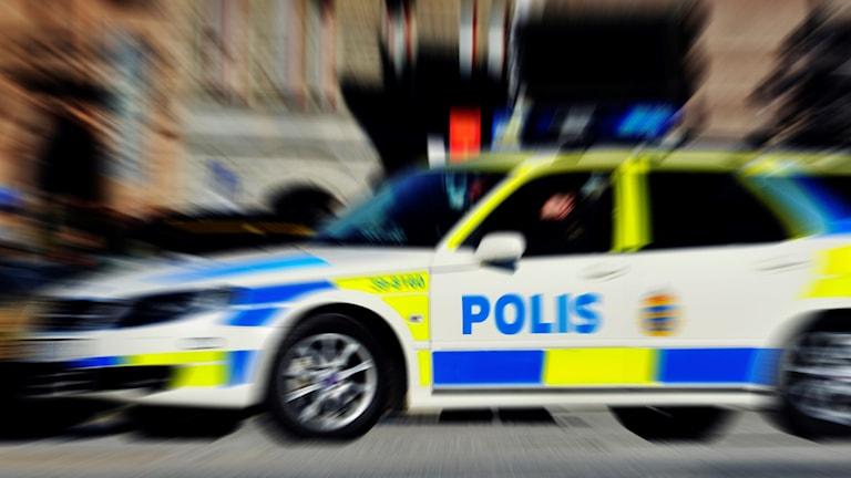 Polisbil utryckning