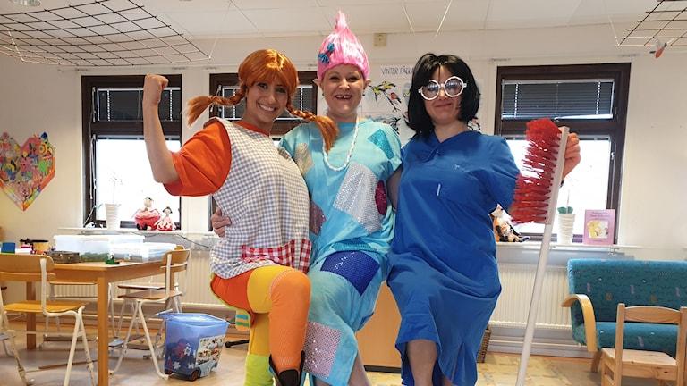Tandteater Tandsköterskorna Christina Shlimon, Sandra Skobe och Rana Shaba är numera även teaterskådespelare.