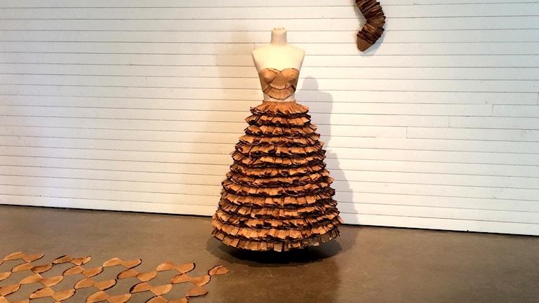 Brun klänning av kaffefilter