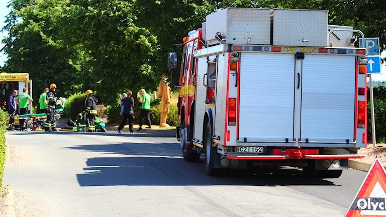 Räddningstjänsten framför olyckan
