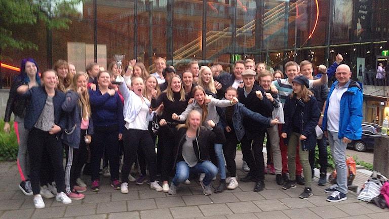 Musikskolans paradorkester från Skövde jublar efter att ha tagit SM-guld i Västerås.