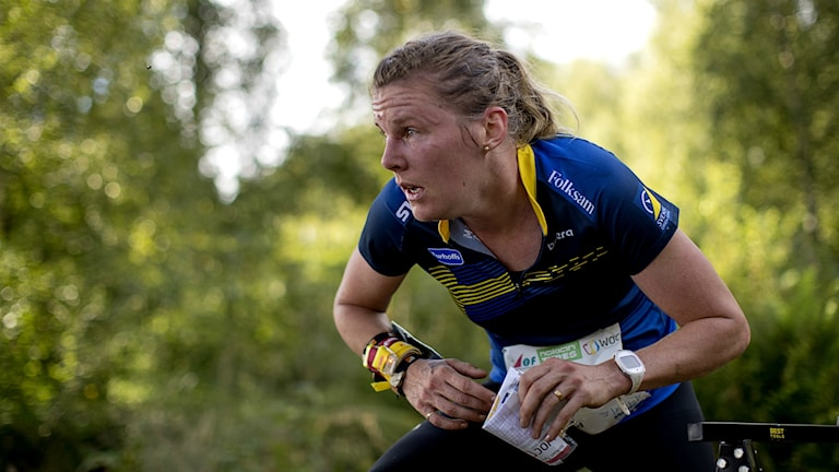 Helena Jansson under medeldistansen i VM där hon stukade foten.
