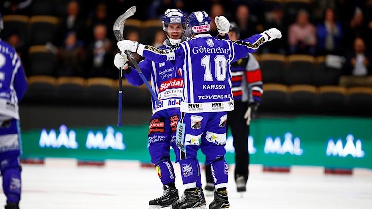 Ska Villa Lidköping befästa sin serieledning genom att vinna säsongens första derbymatch mot Vänersborg?