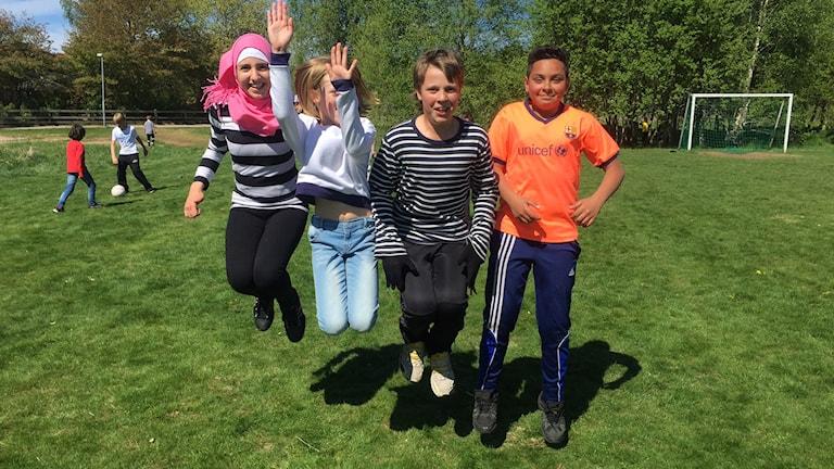 Hala Moukayed, Sara Ekström, Erik Gustavsson och Mohammad Alshar, som alla går i femman på Lundabyn skola.