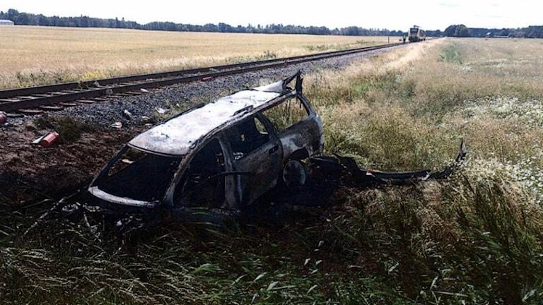 kollision mellan bil och tåg