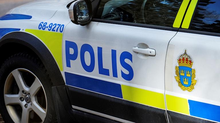 bild på en polisbils dörr