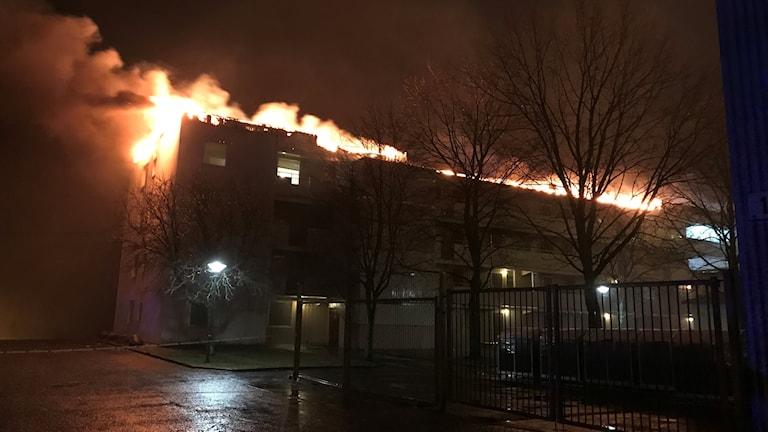 Hus som står i brand