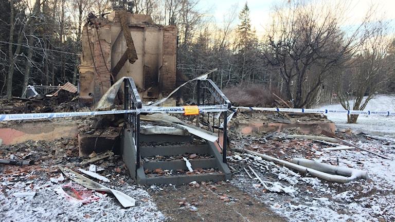brandrester efter nedbrunnet hus lerdala
