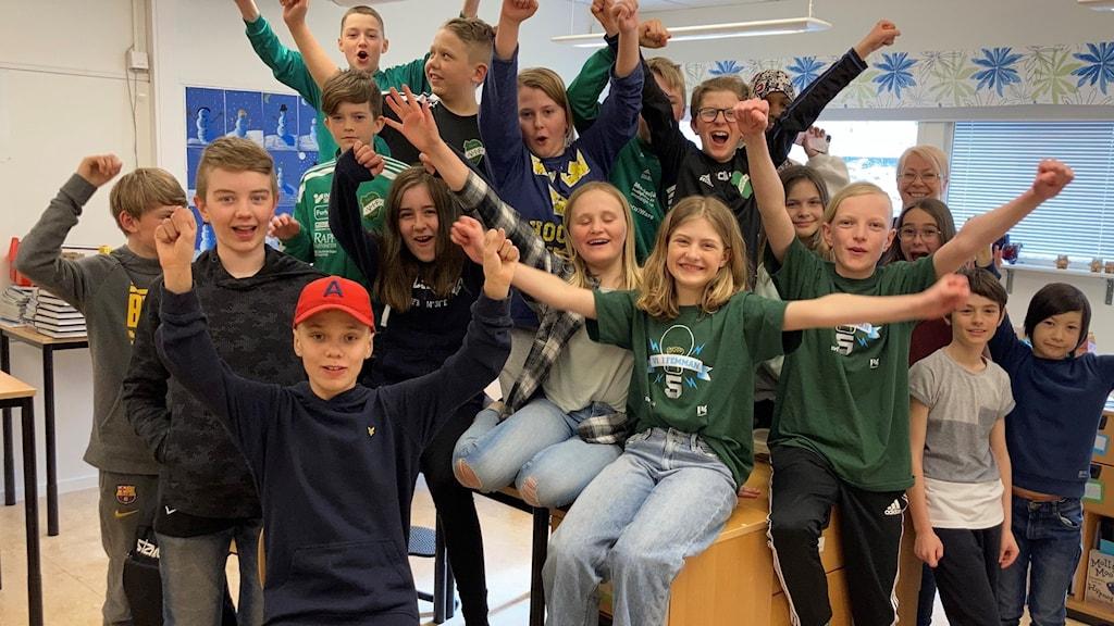 Heneskolan i Skövdekommun segrade i första kvartsfinalen av Vi i femman.