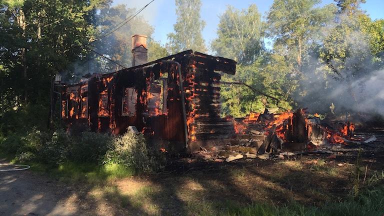 Byggnaden totalförstördes i branden.