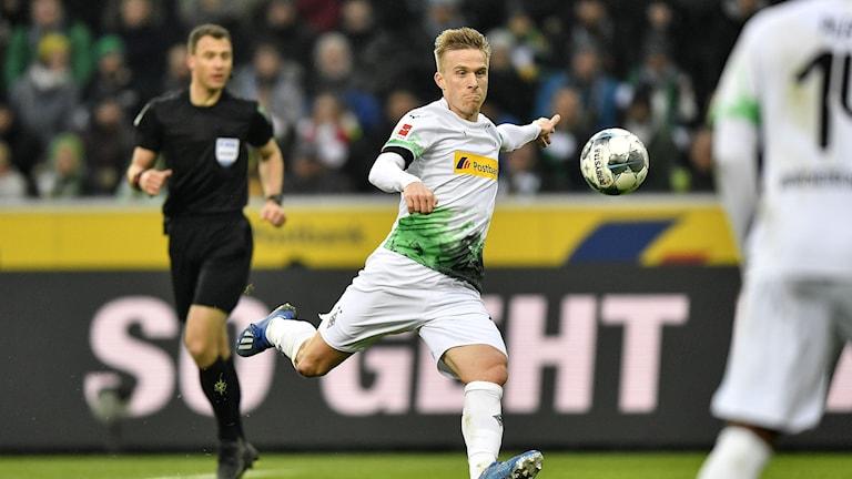 Oscar Wendt kan ställa sig in på omstart i Bundesliga med sitt B Mönchengladbach.