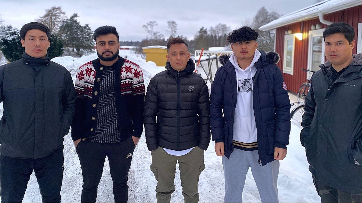 P4 Skaraborg har pratat med flera ensamkommande ungdomar, däribland Fazil Hadi Ahmedi andra killen från vänster, som berättar om en orolig tid.