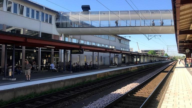 Järnvägsspår och perronger på Skövde resecentrum
