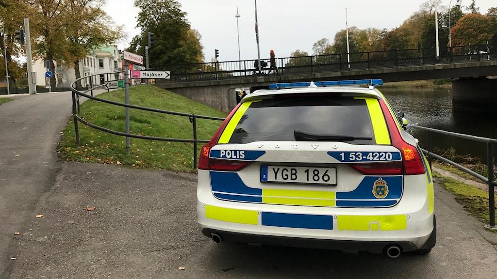 Polisbil vid Lidan