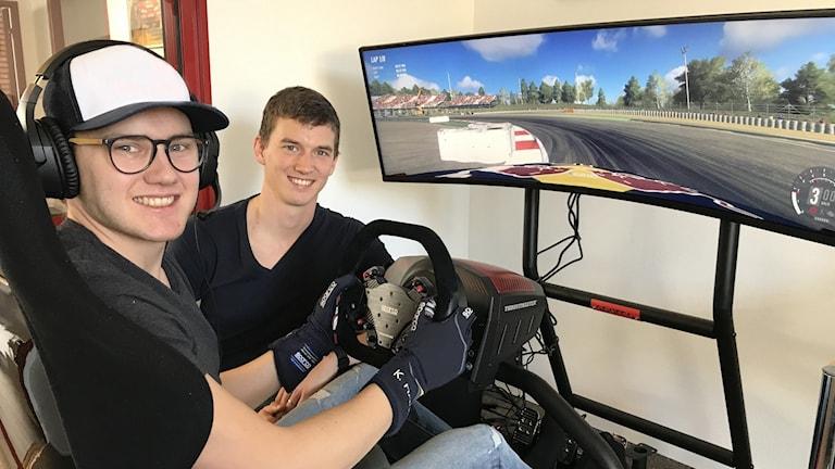 Kevin och Timmy Hansen ligger i hårdträning inför den virtuella VM-premiären.