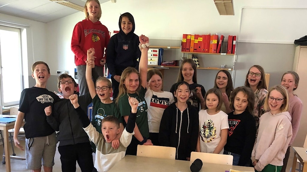 Lerdala skola klass 5 jublar efter seger i Vi i femmans tredje kvartsfinal.
